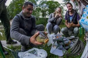 В центре Смоленска прошли соревнования среди рыбаков