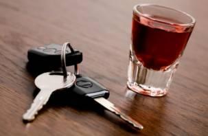 Любящий выпить за рулем смолянин испугался и выдал приставам 30 тысяч рублей