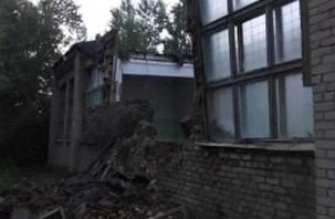 Виной дожди. В Вязьме обещают построить новый спортзал на месте обрушенного здания