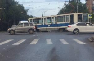 В Смоленске трамвай столкнулся со скорой