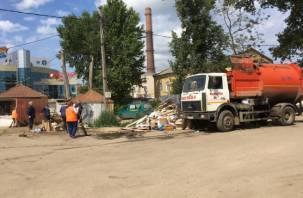 На площади Желябова в Смоленске начали сносить старые торговые ларьки