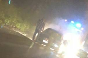 В Рославле автомобиль загорелся рядом с церковью