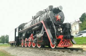 В Заднепровском районе Смоленска установили памятник-паровоз