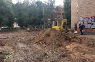 Благоустройство дворов в Смоленске проходит спустя рукава