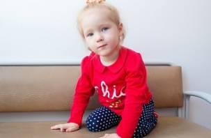 Трехлетняя Алина хочет научиться ходить: маленькой смолянке нужна помощь