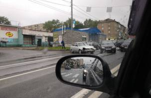 На Крупской в Смоленске из-за аварии образовалась масштабная пробка