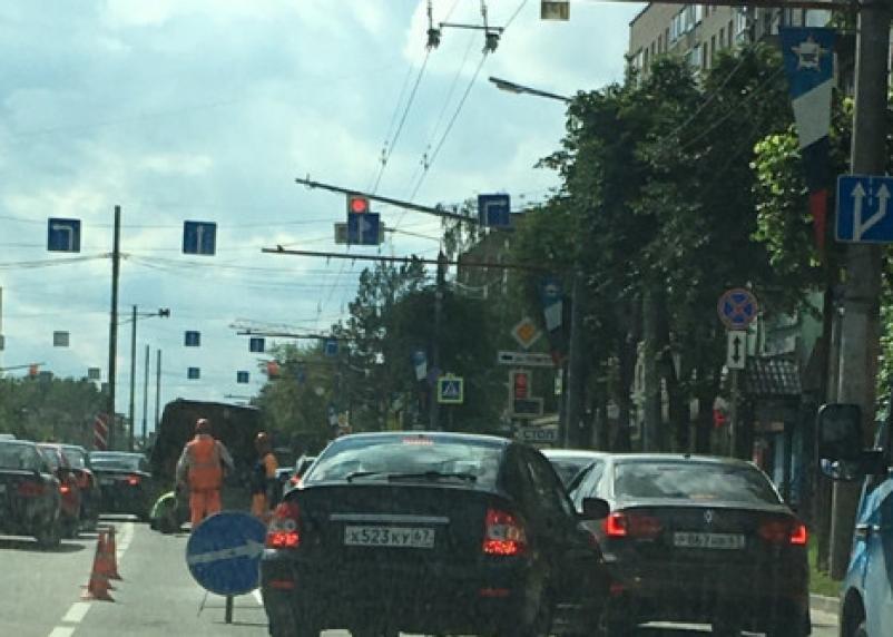 «Кирова всё стоит». В Смоленске дорожники преградили путь водителям