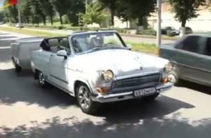 «А я сяду в кабриолет»: Смолянин приехал в Северную Осетию на переоборудованной Волге