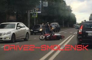 В Смоленске на пешеходном переходе сбили девушку