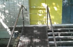 «Недоступная среда»: в смоленском общежитии заварили пандус