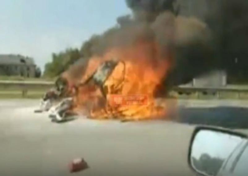 «Автомобиль сгорел с водителем». На Смоленщине произошла серьезная авария
