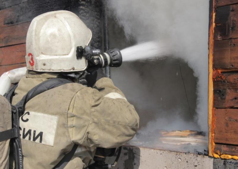 В Смоленской области огонь уничтожил щитовой дачный дом