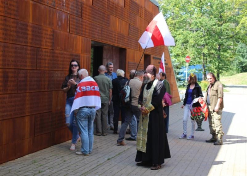 В Катыни отметились представители белорусской оппозиции