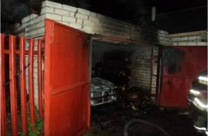 В Смоленской области гараж сгорел вместе с машиной