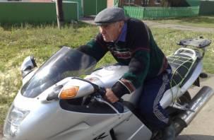 В Смоленской области 72-летний байкер упал с мотоцикла на проезжую часть