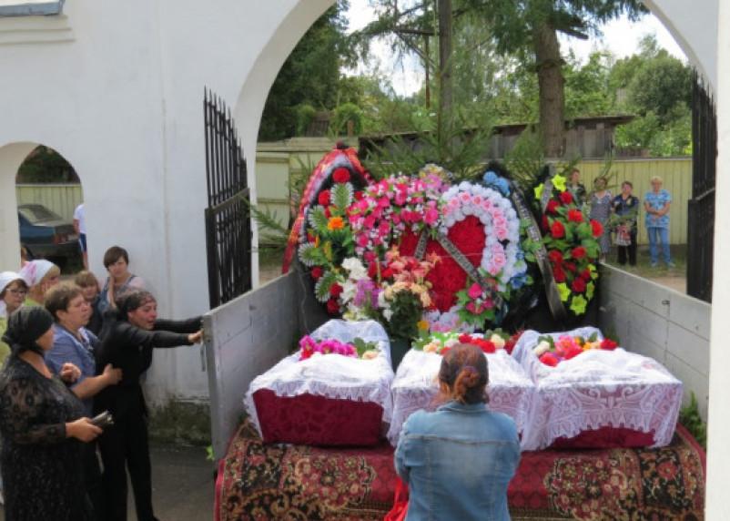 В Смоленской области утонувших в реке детей похоронили в одну могилу