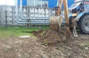В Смоленске погрузчик «Горводоканала» проломил стену жилого дома и разнес детскую