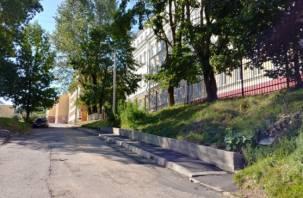 И так сойдет: смоленский единоросс отчитался о недоделанном тротуаре