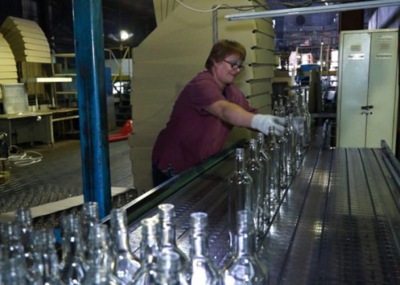 На рославльском стекольном заводе сотрудников хотят заставить работать по 12 часов