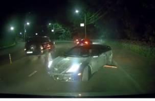 В Смоленске автомобиль круто развернуло во время движения