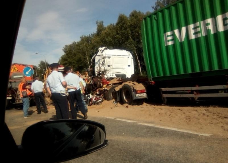 В страшной аварии с фурой на трассе «Москва-Минск» погиб водитель