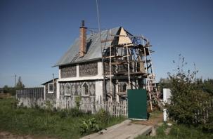 Смоленский мастер рассказал, как построить дом из бутылок