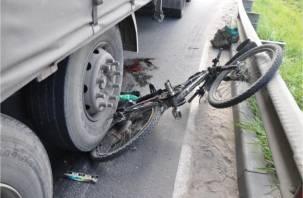 Смоленский велосипедист попал под фуру