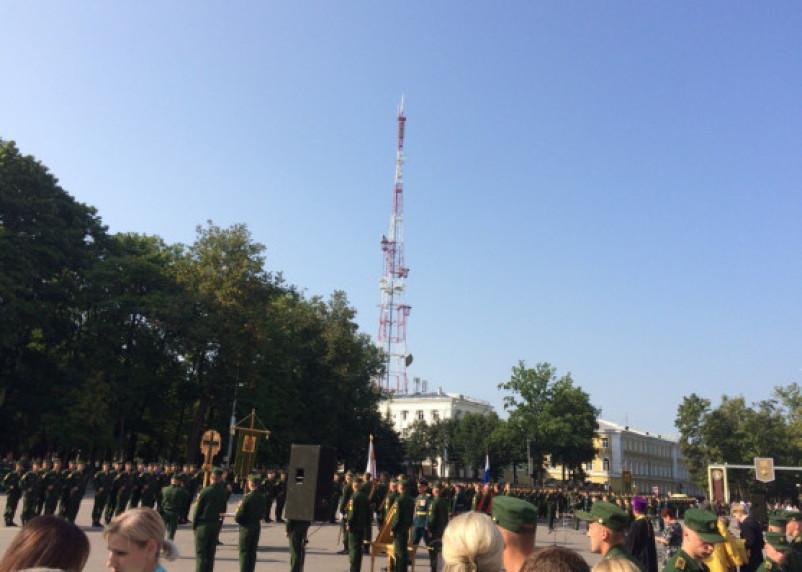 В центре Смоленска курсанты военной академии приняли присягу