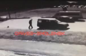 На видеокамеру попала жесткая авария с мотоциклистом в Смоленске