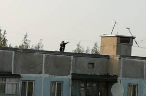 Жители Рославля затеяли опасное селфи на крыше многоэтажки