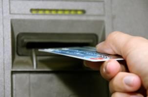 В Смоленске мужчина устроил шоппинг с чужой банковской картой