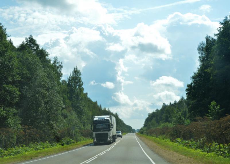 Два грузовых автомобиля столкнулись в Новодугинском районе