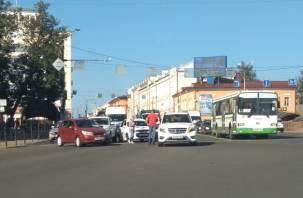 Тройное ДТП в центре Смоленска спровоцировало пробку