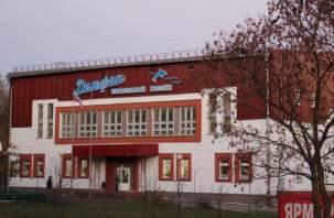 Руководство бассейна «Дельфин» задолжало смолянам более миллиона рублей