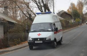 В Гагарине ВАЗ врезался в столб, а потом протаранил здание