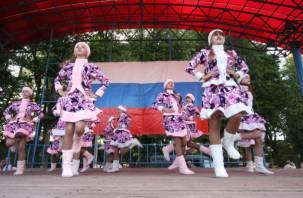 В Смоленске в День Российского флага устроили праздничный концерт. Посмотрите как это было