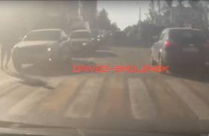 Смолянка высадила парня из машины и сбила его