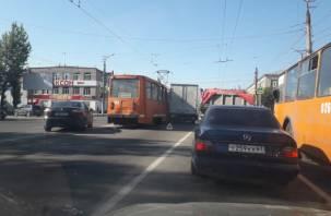 «Проклятое место». В Смоленске трамвая «подмял» грузовик