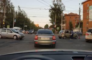 В Смоленске на «трёх дорогах» образовался коллапс из-за отключенных светофоров