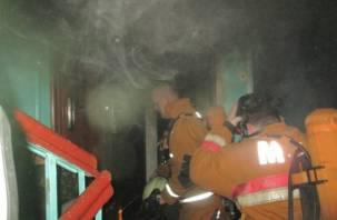 В Смоленской области из горящего дома эвакуировали тридцать человек