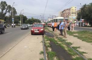 Смоленскую аварию «повторили» в Самаре: легковушка сбила людей на остановке