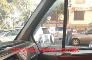 В центре Смоленска из-за аварии собирается пробка