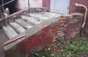 Смоляне показали «образцовый дом» в Заднепровье. Он калечит жильцов