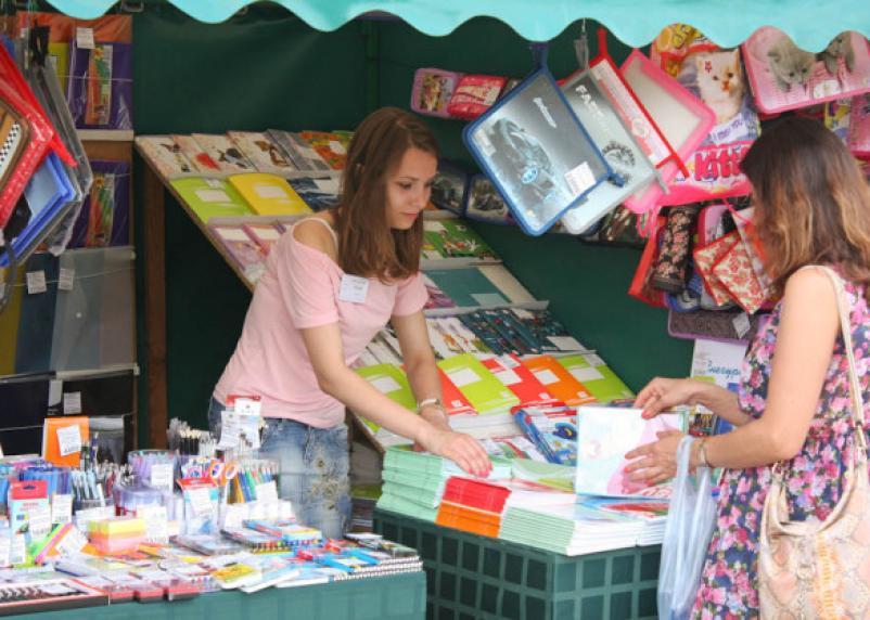 Скоро в школу: в Смоленке открывается «Школьный базар»