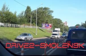 «МАЗ врезался в ВАЗ». Авария в Смоленске собирает утреннюю пробку