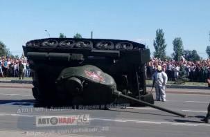 В Курске на глазах смолян перевернулся легендарный танк Т-34: в Сети появились «позорные» фото и видео