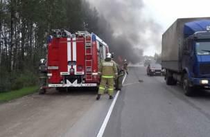 В Ярцевском района на трассе М-1 загорелся «МАЗ»