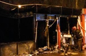 В Смоленске сгорел ларек «Бистро»