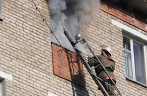 Средь бела дня в Смоленске горел жилой дом