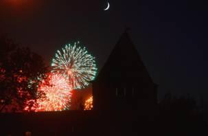 30 праздничных залпов озарят небо Смоленска в День защитника Отечества